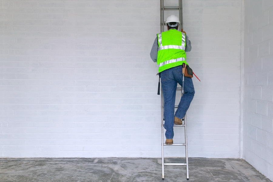 Top 3 Ladder Safety Tips for Being Safe on a Roof